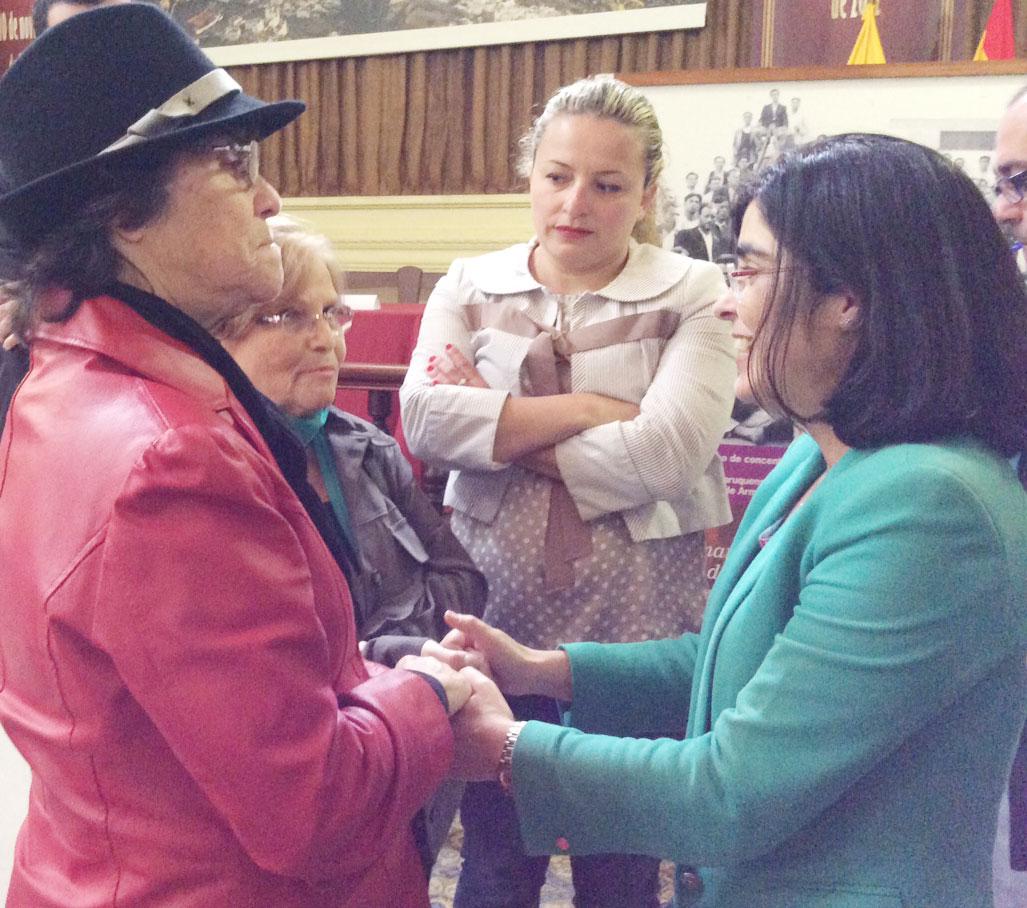 Carolina Darias se reúne con AMHA