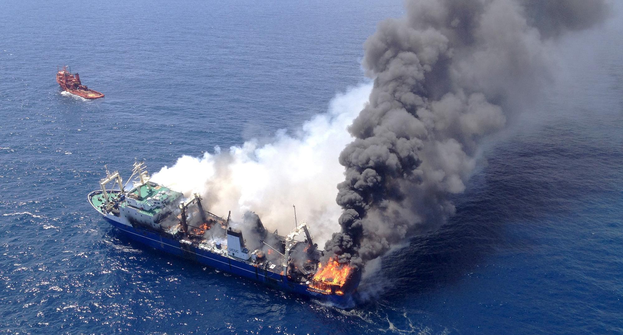 Incendio en el pesquero Oleg Naydenov