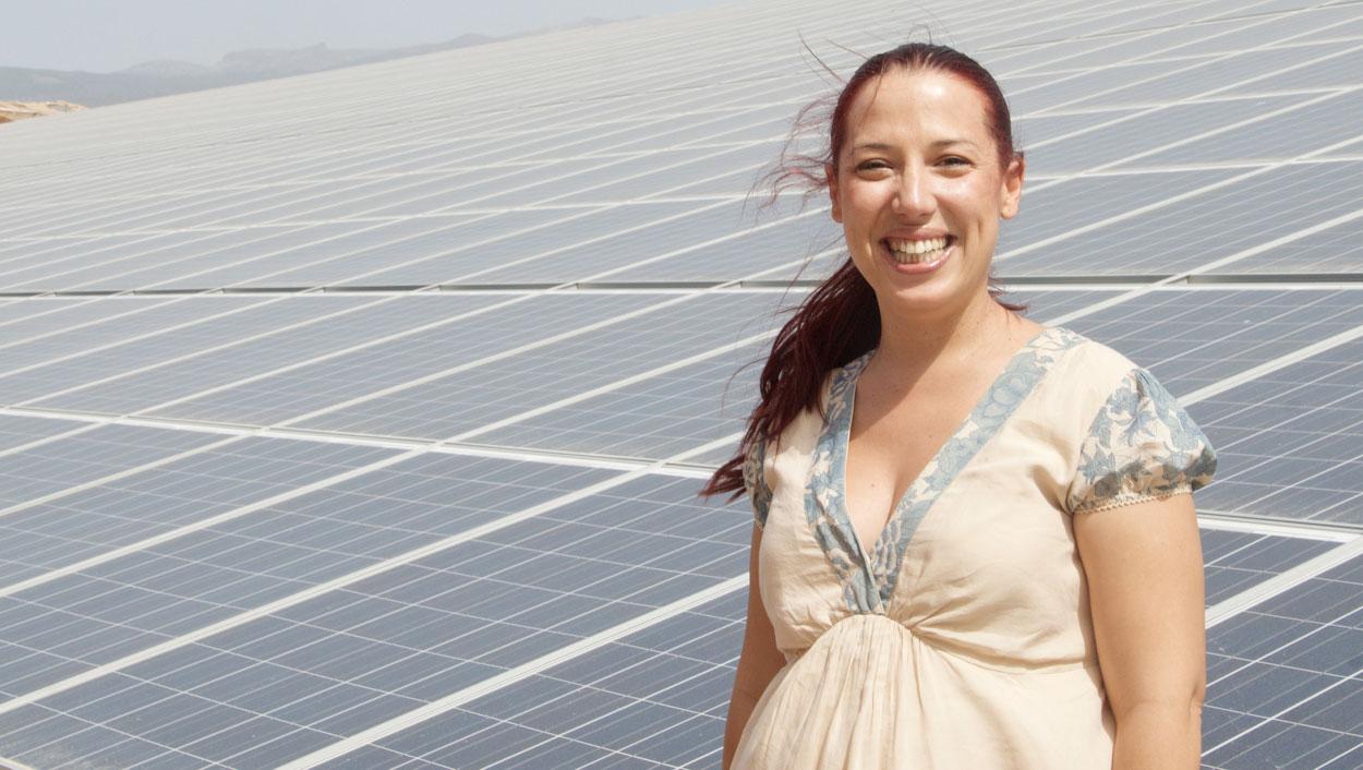 Patricia Hernández en planta fotovoltaica