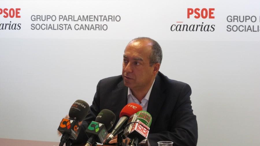 Resultado de imagen de El senador socialista por la Comunidad Autónoma de Canarias, Julio Cruz