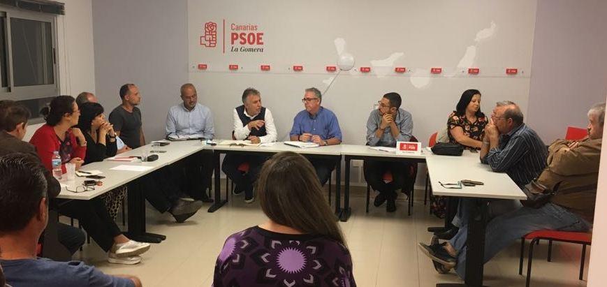 Ángel Víctor Torres se reúne con el PSOE de La Gomera para tratar los muchos olvidos de CC-PP-ASG con la isla